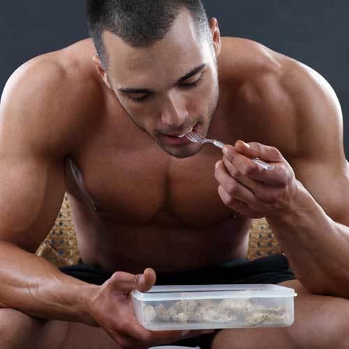 homme qui mange - musculation