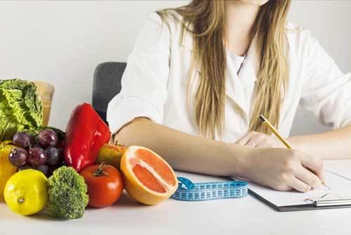 Perte de poids raisonnable par semaine / par mois : quels