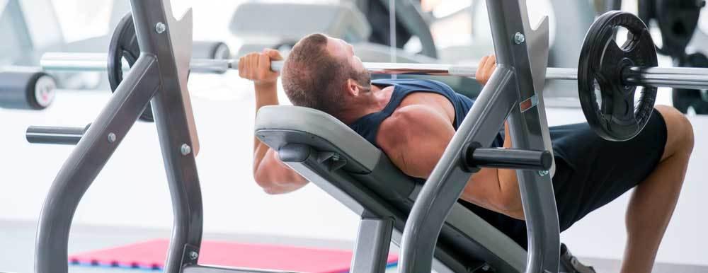 exercices haut des pecs : développé incliné